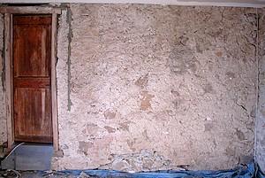 le mur concerné: enduit chaux un peu érodé