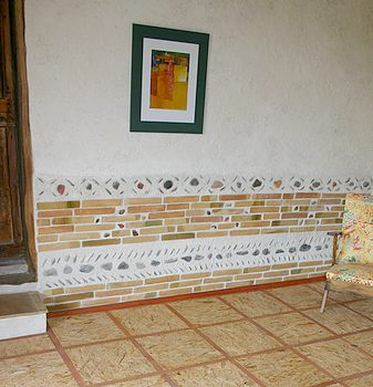 Un soubassement en briquettes de parement issues de for Soubassement interieur