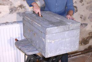 restaurer un coffre en bois patine fa on nordique avec pochoir. Black Bedroom Furniture Sets. Home Design Ideas