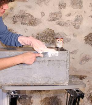 combler les trousà la pâte à bois