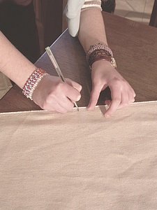 découpe des panneaux de tissu