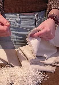 réaliser les ourlets sur les bords du tissu du paravent