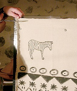 Découpez le surplus de tissu