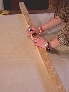 tracer les découpes sur le tissu