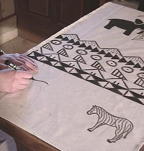 l'utilisation des feutres est également possible pour réaliser les motifs au pochoir