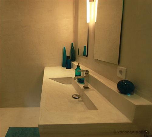 plan de toilette en beton ciré